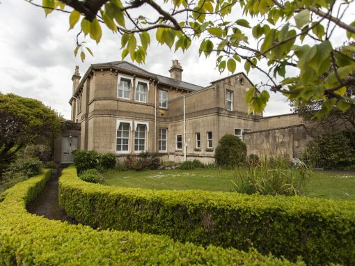 Stunning large home, Bath