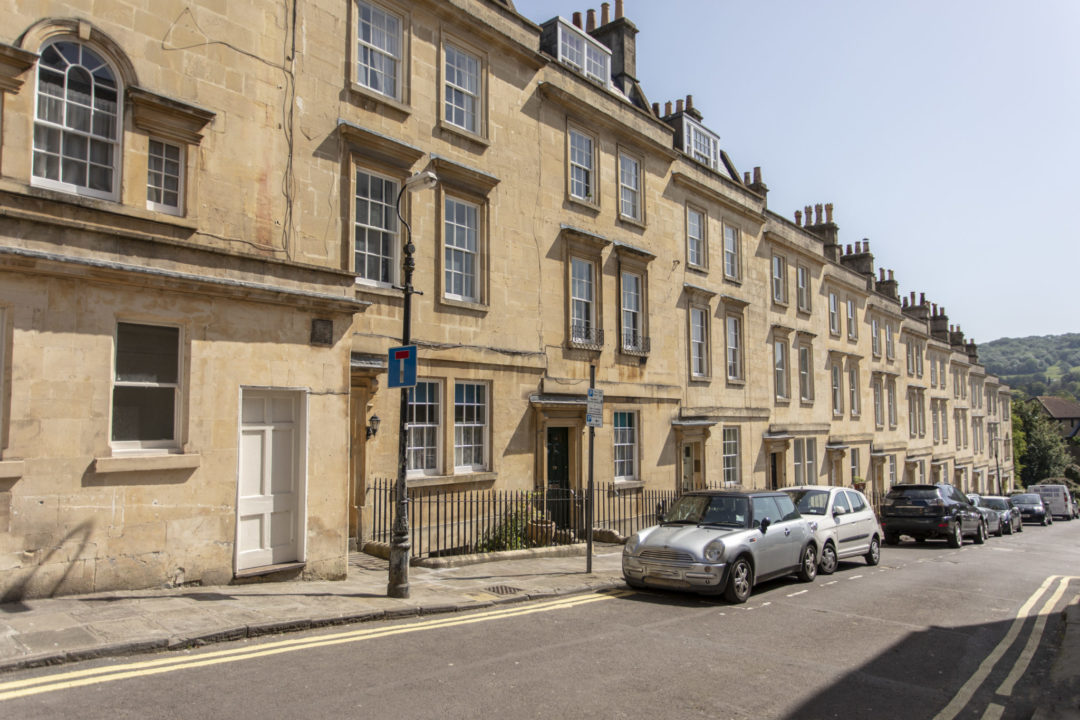 Elegant Central Apartment – Bath