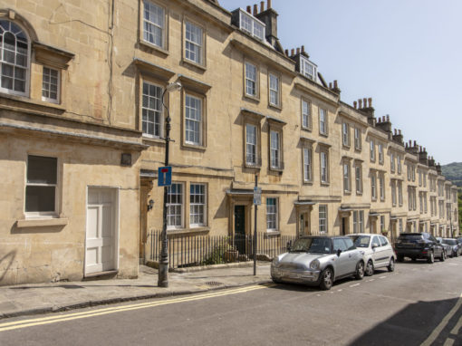Elegant Central Apartment – Bath